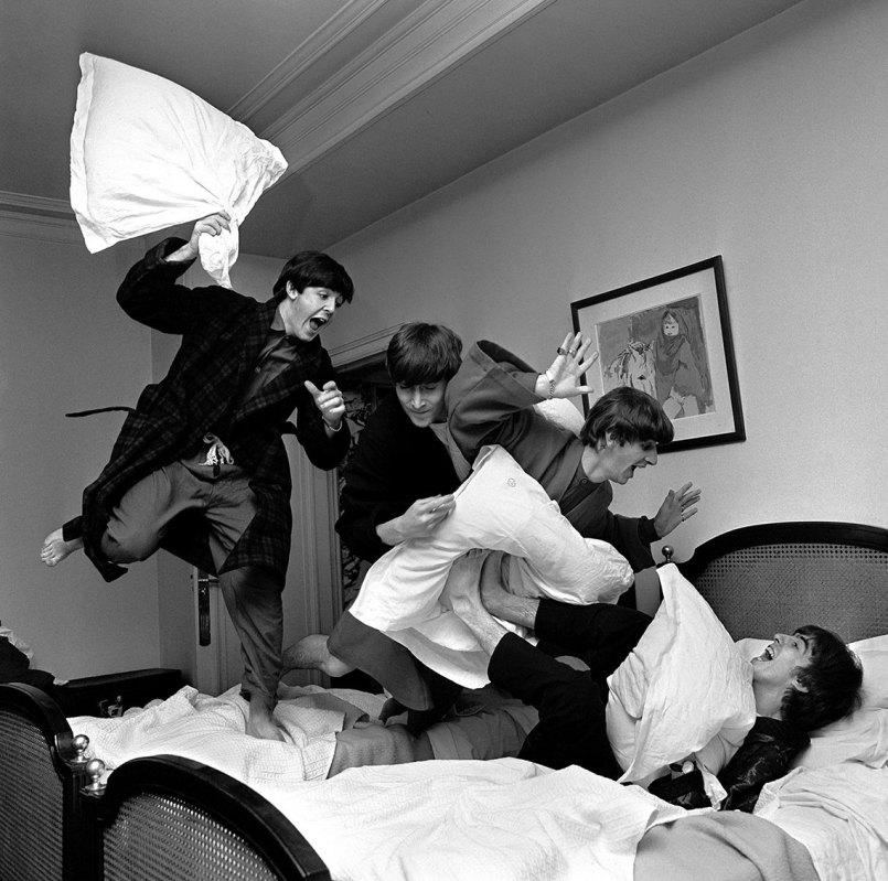 1140-harry-benson-beatles-pillow-fight.web