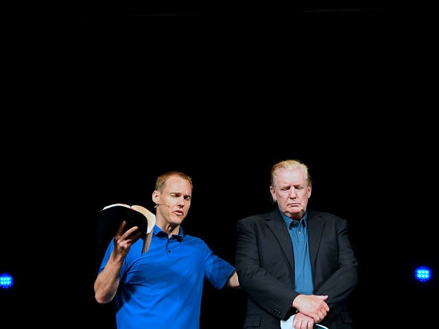 Donald-Trump-prays-McLean-Bible-Church-622019-Getty-640x480